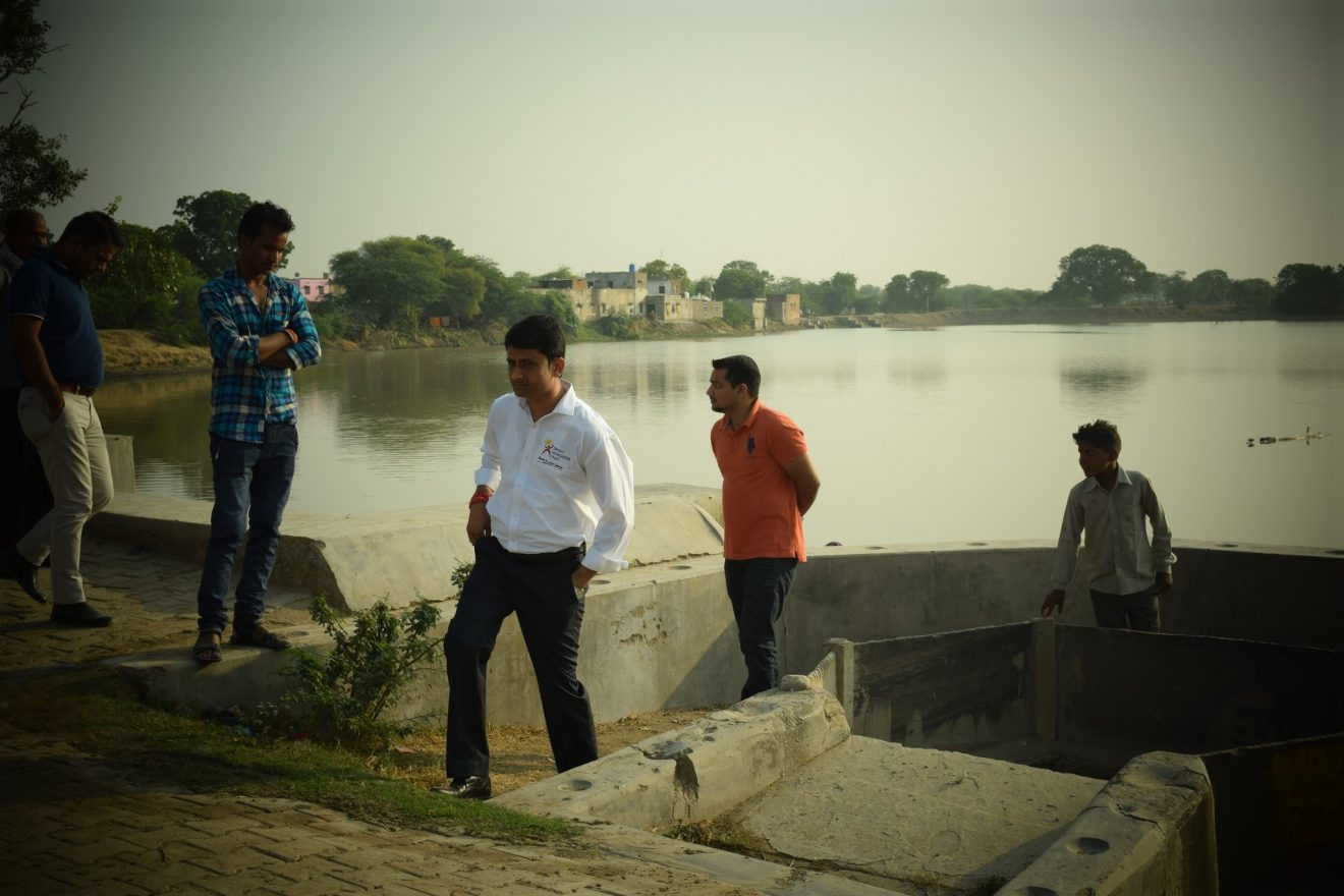 This Journalist Left His Job To Help The Underprivileged, Adopted Sabarmati River And Making Barren Lands Green