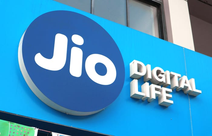 Jio adds 4.93 lakh subscribers in Jan