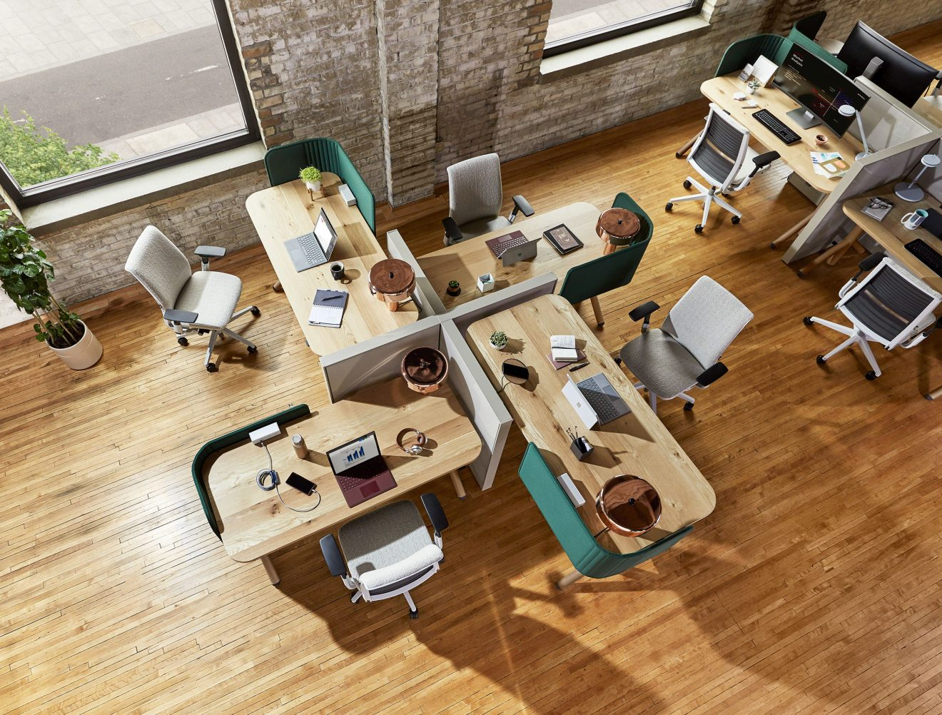 Future of Workplace: Leaders Choose Flexibility and a Hybrid Model  over Permanently Working from Home