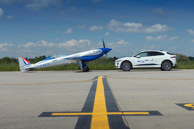 ROLLS-ROYCE WELCOMES ALL-ELECTRIC GROUND SUPPORT FROM JAGUAR LAND ROVER