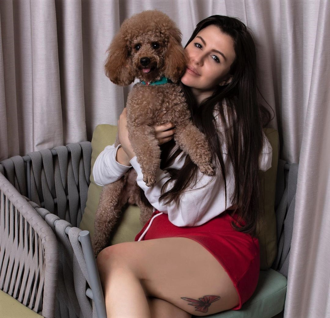 Giorgia Andriani's pictures with her Pet Hugo