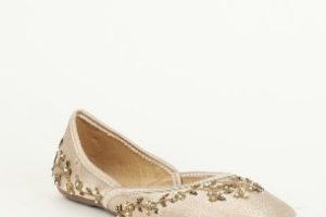 Festive Footwear Picks: To Pull Off the Ethnic Look in Style